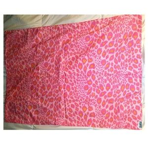 TWO VS PINK Pink Cheetah / leopard Pillow Cases